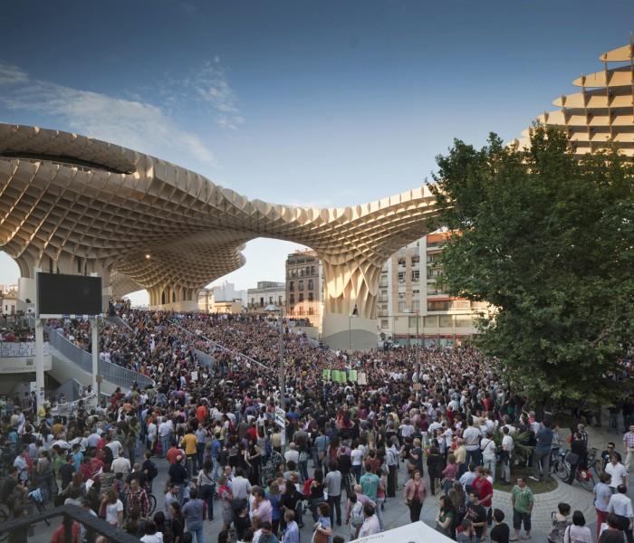 Metropol Parasol Plaza de Encarnación concentracion protestas indignados riots