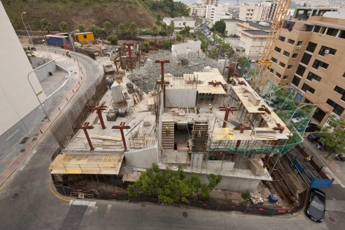 Biblioteca en Ceuta durante la construcción, arquitectos Paredes Pedrosa