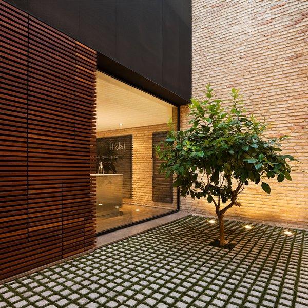 Casa p rez pizarro for Pisos de patios modernos
