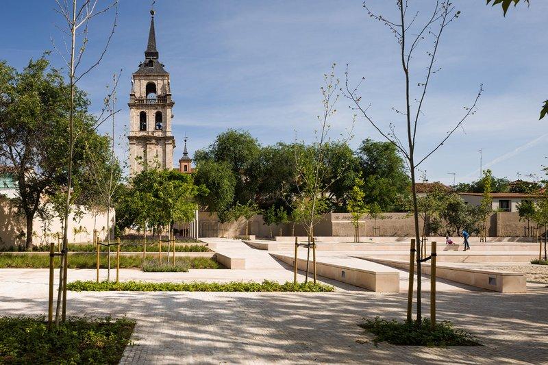 The garden of the words alacala de henares madrid for Tanatorio jardin alcala de henares