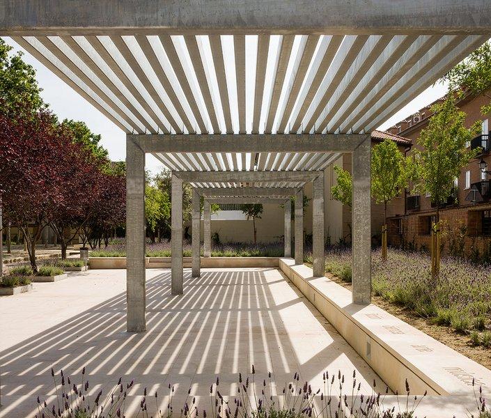 The garden of the words alacala de henares madrid for El jardin de las palabras filmaffinity
