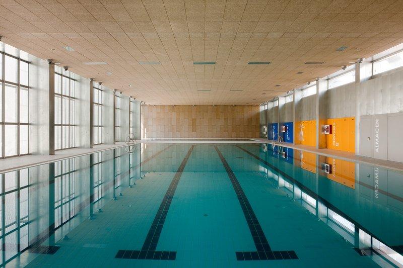 piscina cubierta bola de oro granada