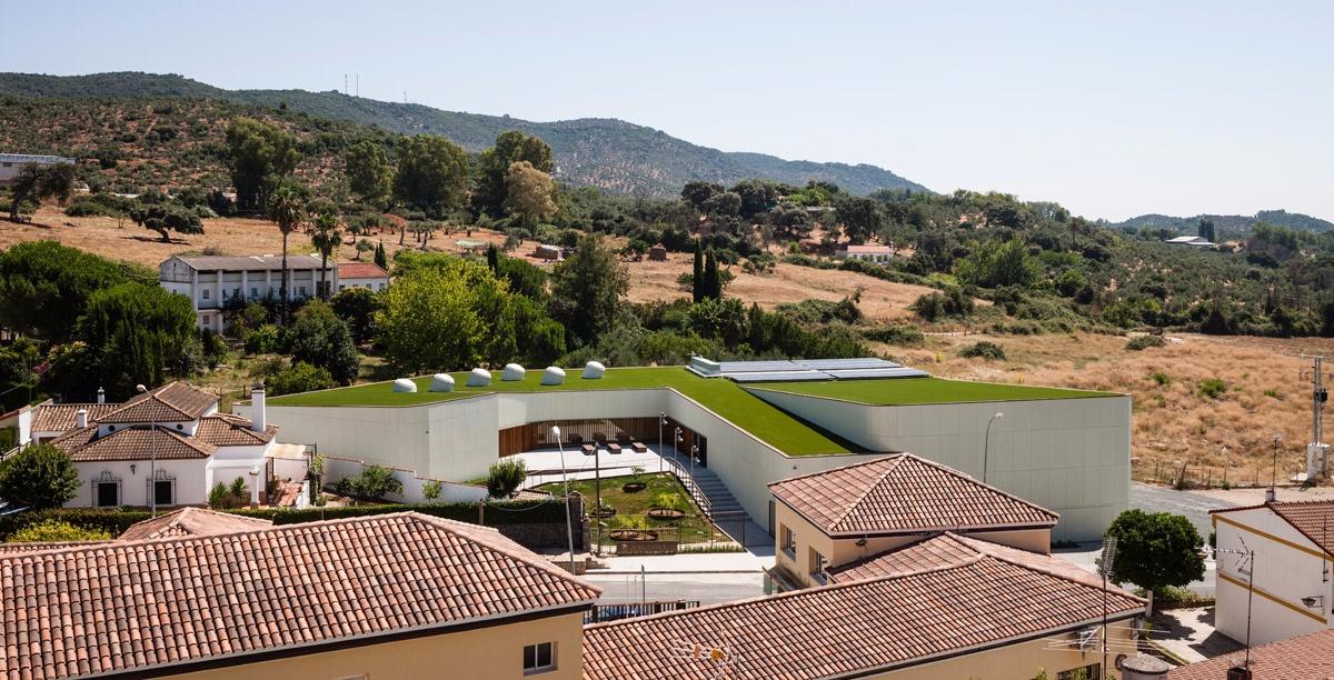 piscina cubierta municipal en constantina sevilla