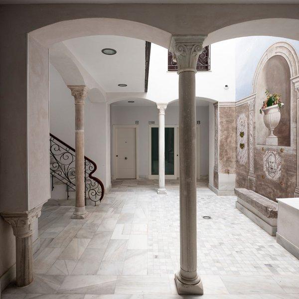 Rehabilitación De Casa Patio En Carrera Del Darro, Granada